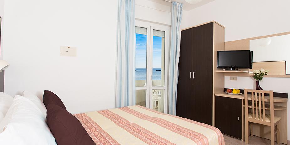 Camere con balcone vista mare hotel asiago beach for Hotel asiago con piscina